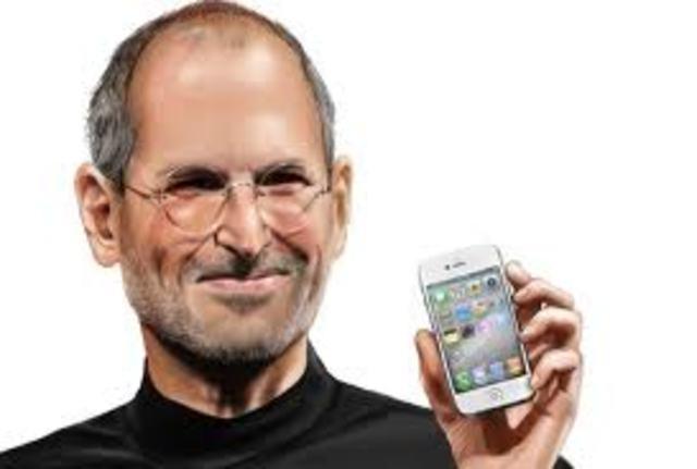 Aparece el iphone.