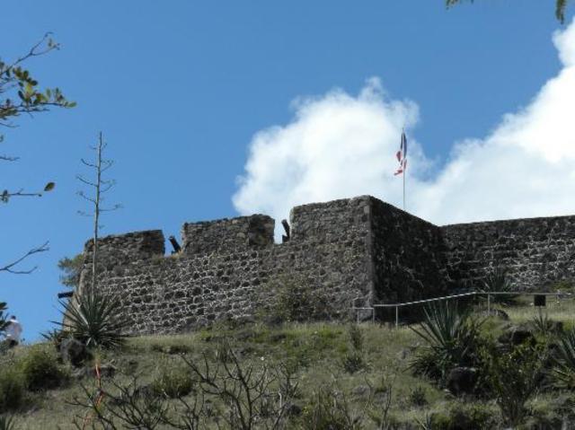 La Salle Builds fort