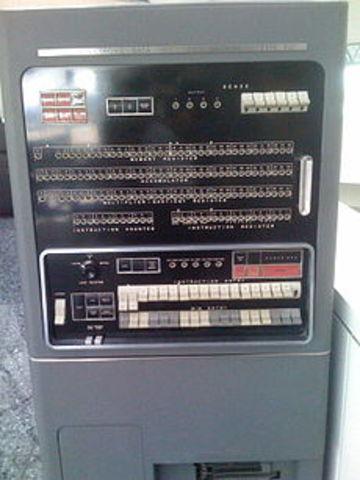 aparicion de IBM 701