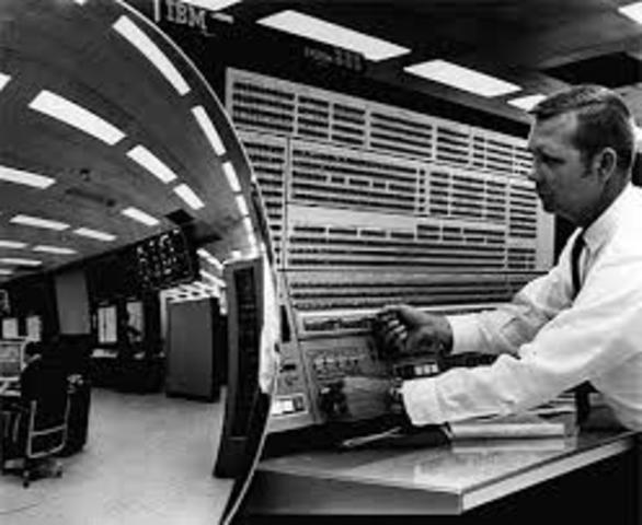 PRIMER MENSAJE A TRAVES DE ARPANET