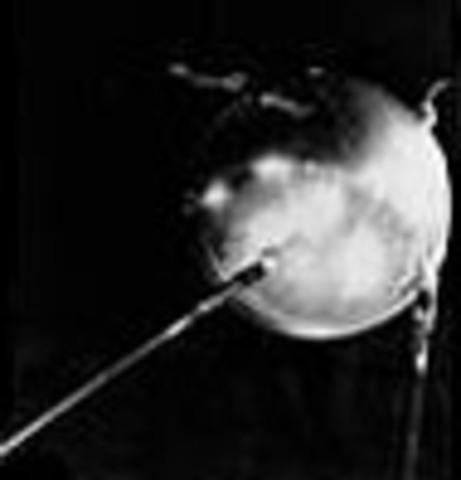 1957: Estados Unidos habilita la Agencia de Proyectos de Investigación Avanzada (ARPA)