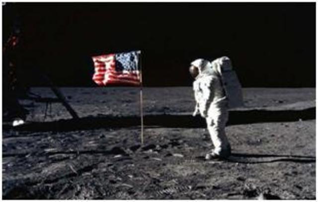 1969Hombre llega a la luna. Marca el inicio de las comunicaciones globales.