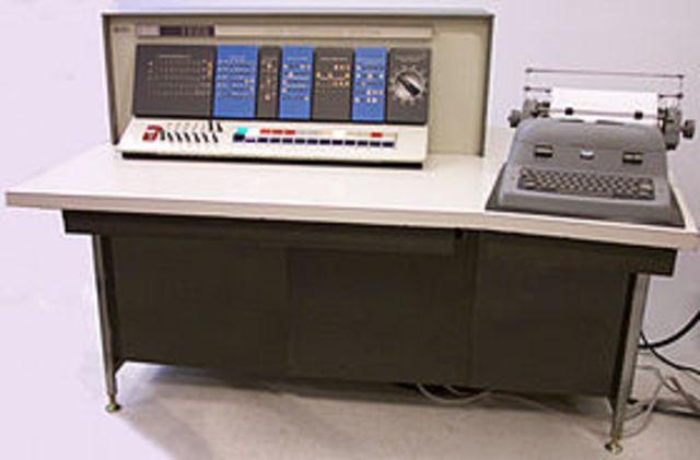 IBM lanzó el mainframe IBM 1620