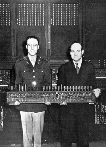Epoca de las computadoras que funcionaban con válvulas y tarjetas perforadas