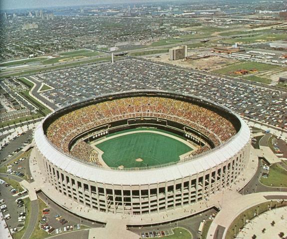 Veterans Stadium Opens