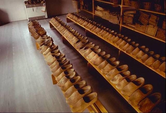 Vladek begins work at camp shoe shop