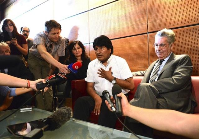 Morales es retenido en Europa