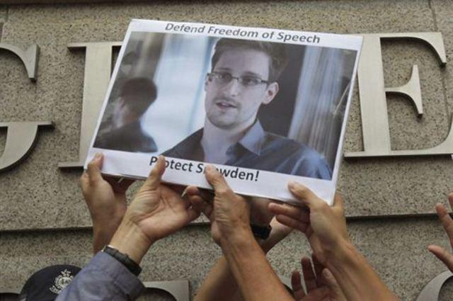 Snowden pide asilo a Rusia