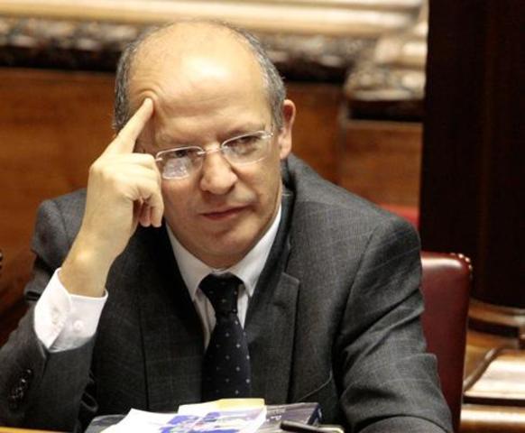 Augusto Santos Silva toma posse do cargo de Ministro dos Assuntos Parlamentares no primeiro mandato do governo de José Sócrates