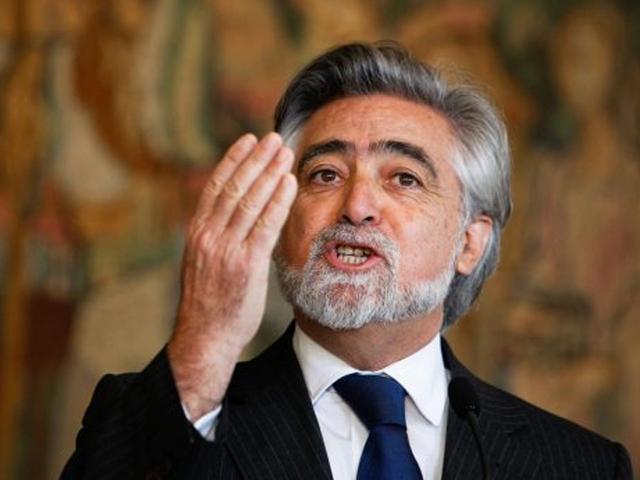 Luís Amado toma posse do cargo de Ministro de Estado e dos Negócios Estrangeiros no segundo mandato do Governo de José Sócrates