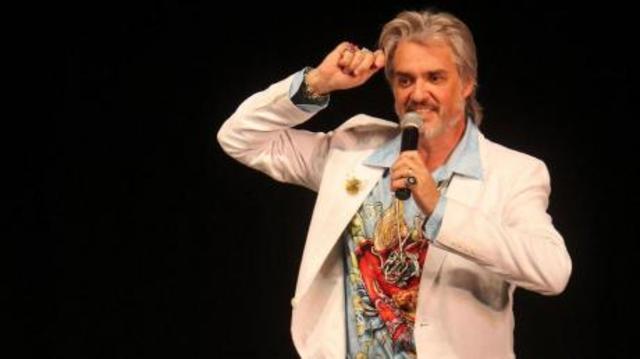 Show de stand up de Roberto Petinatto.