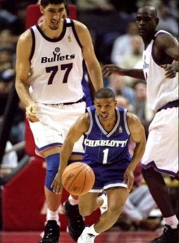 Muggsy Bogues does it again