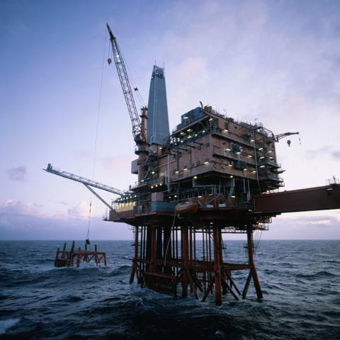 Masiva Protesta Hacia las Petrolíferas