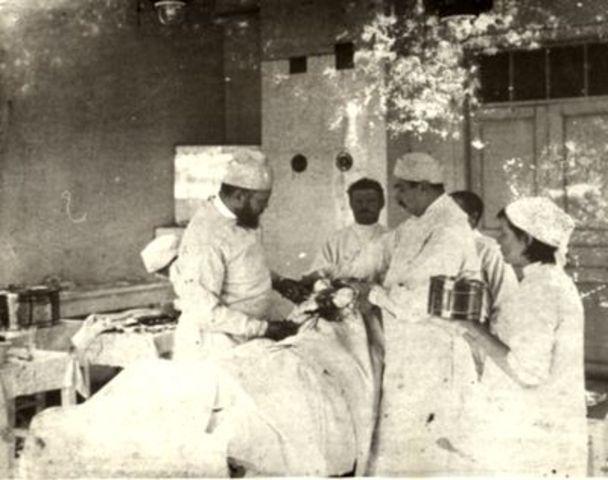 Возглавляет кафедру хирургии
