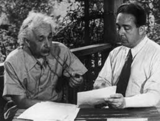 Einstein Writes a letter to FDR on teh possibility of Atomic Weapons