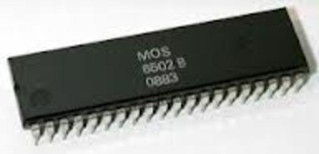 En 1975, la compañia Mos Technology anuncio el microprocesador 6501
