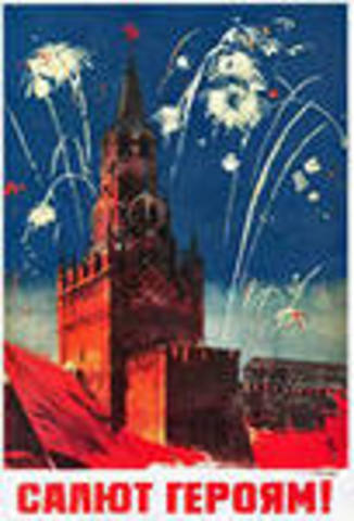 Das Ende Hitlerdeutschlands. Moskau gruesste die Sieger ueber die faschistischen Armee mit 34 Salven Ehrensalut aus 324 Geschuetzen.