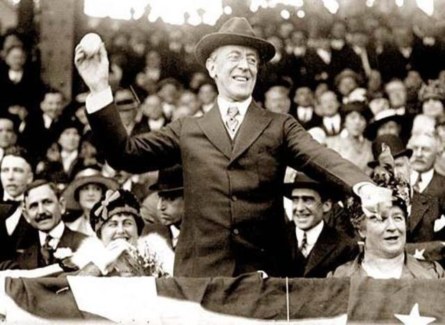 President Woodrow Wilson declares his 14 points
