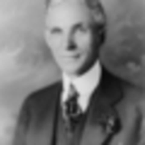 Henry Ford inventó el automóvil Ford.