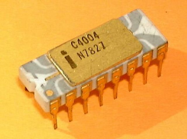 Первый четырёхразрядный микропроцессор, i4004