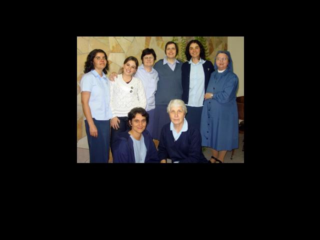 Hermanas de la Reina de los Apóstoles