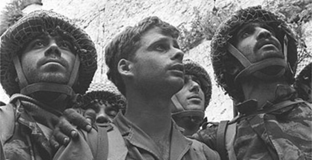 The first Israeli soliders arrive at the western wall