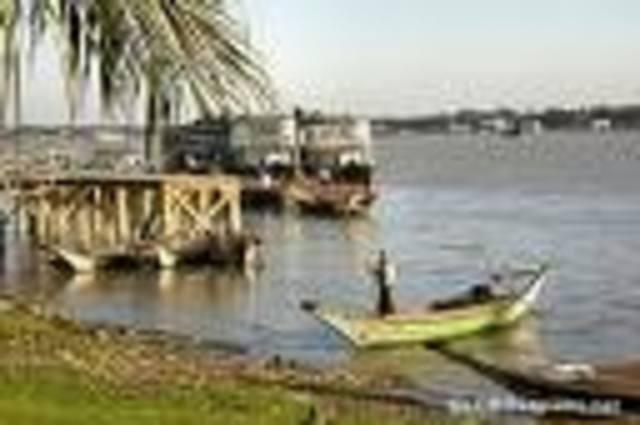 Aung San Suu Kyi returns to Rangoon, Burma after many years