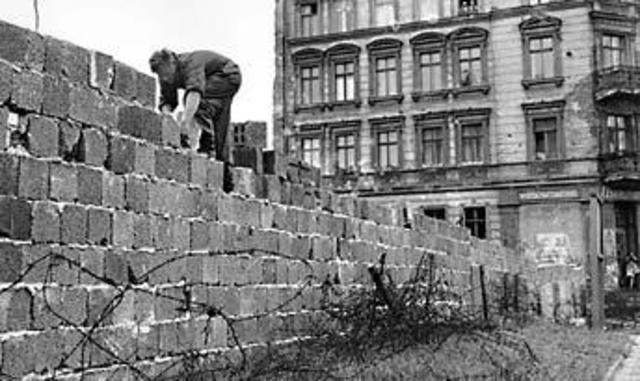Building Berlin Wall