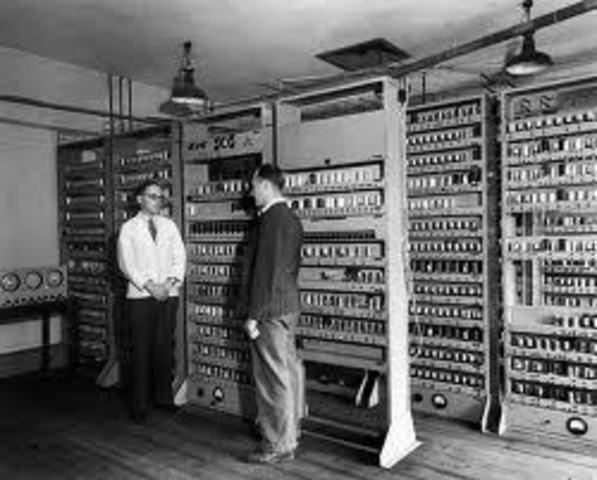 EDSAC (Maurice Wilks) e EDVAC (John von Neumann)