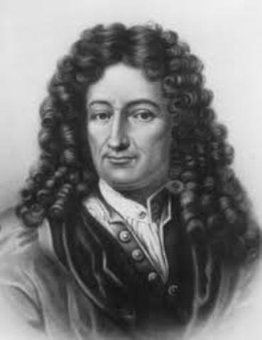 Gottfrierd Wilhelm Von Leibnitz - aperfeiçoou a máquina de Pascal.