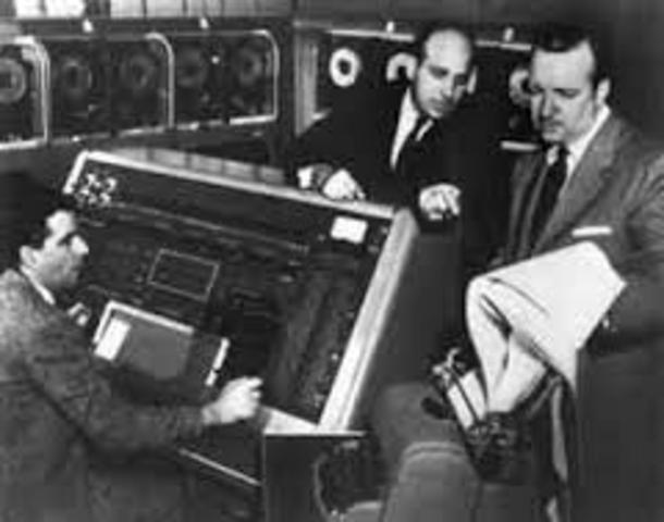 Mauchly - constroi o primeiro computador da série a ser posto à venda, o UNIVAC-I.