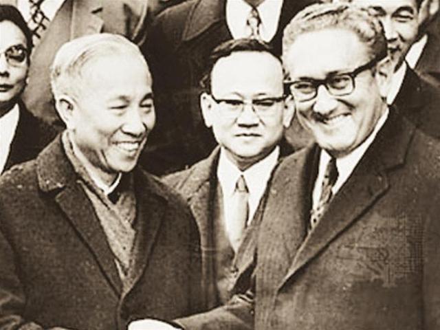Kissinger and Le Duc Tho Begin Secret Talks