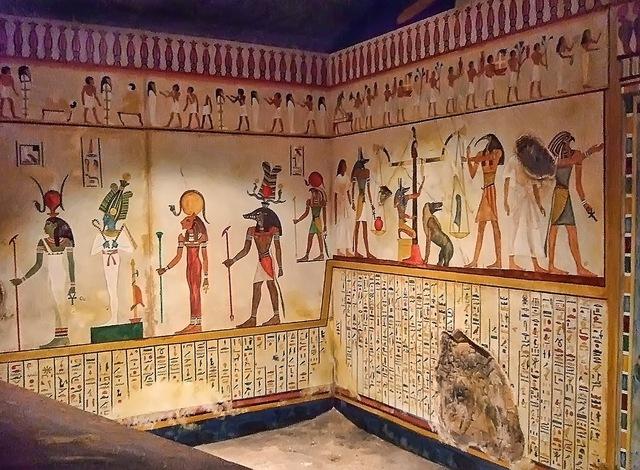 Illustrations on tomb 2500 BCE