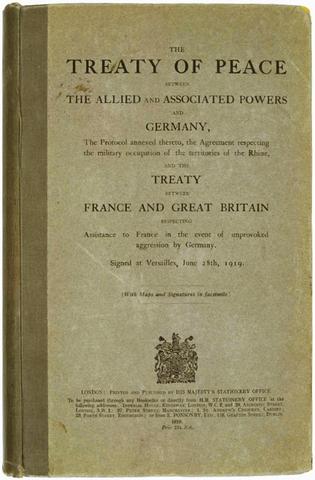 Tratado de Versalles (Alemania acepta las condiciones de Inglaterra, Francia y Estados Unidos).