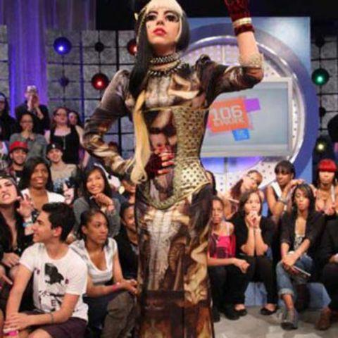 Lady Gaga viste con un corsé de Maya Hansen