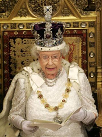 Queen Elizabeth using E-Mail
