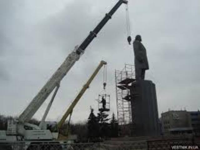 Демонтаж пам'ятника Леніна у Кременчуці