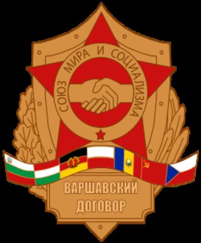 Se firma el Pacto de Varsovia