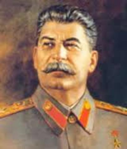 Stalin sucede a Lenin en la URSS.
