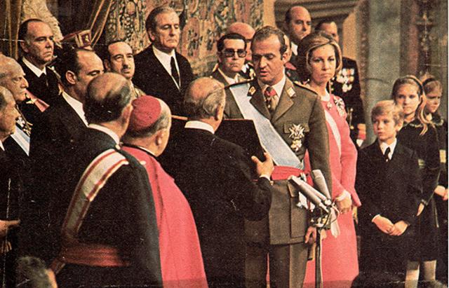 Juan Carlos I de Borbón es proclamado rey de España.