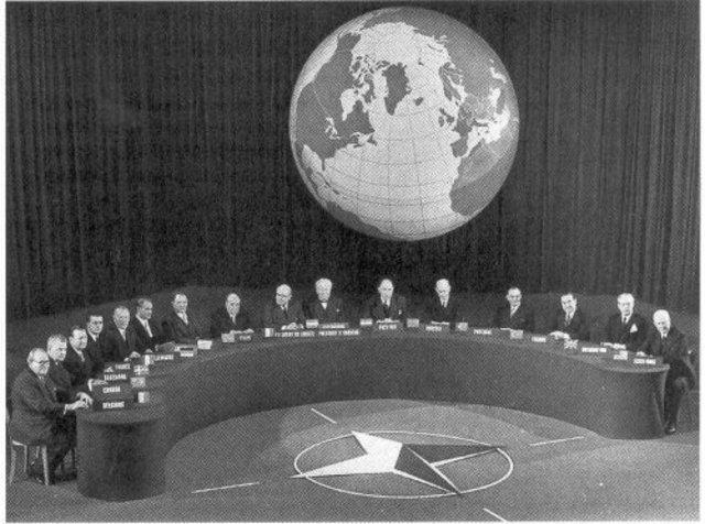 Se crea el pacto de Varsovia
