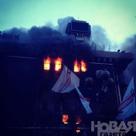 В центре Киева – пожары и стрельба боевыми, около двадцати убитых и сотни раненых.