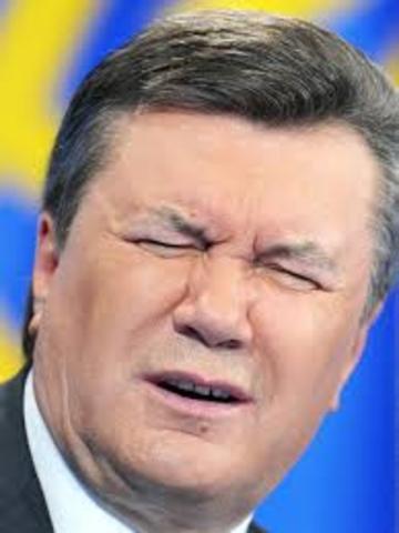Янукович заявляет о государственном перевороте.