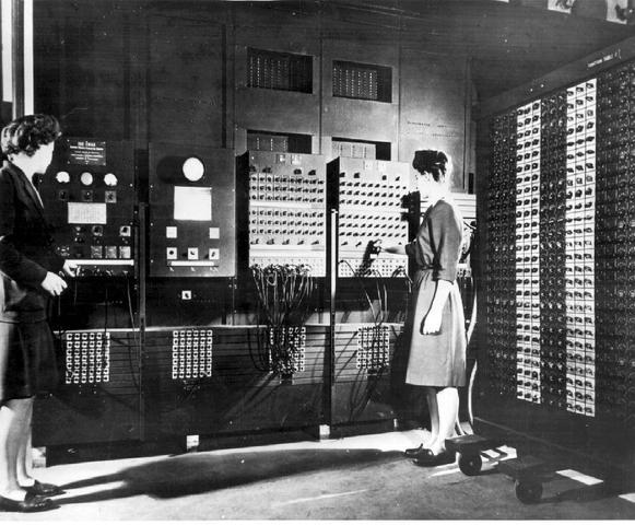 Primeiro computador digital eletrônico de grande escala (ENIAC)