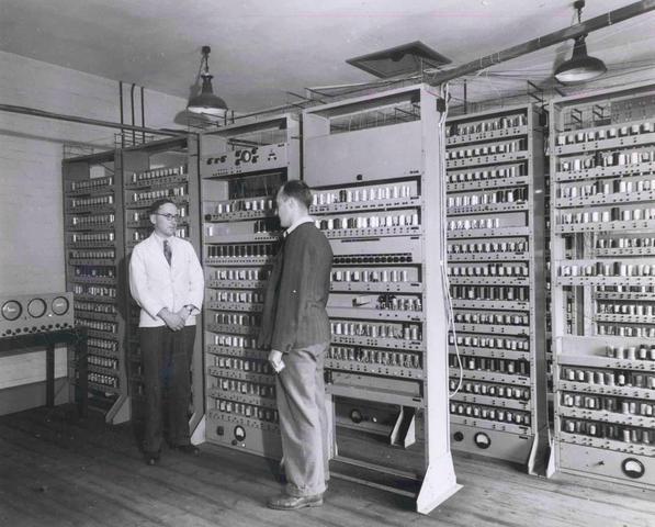 Foi apresentado o  EDSAC