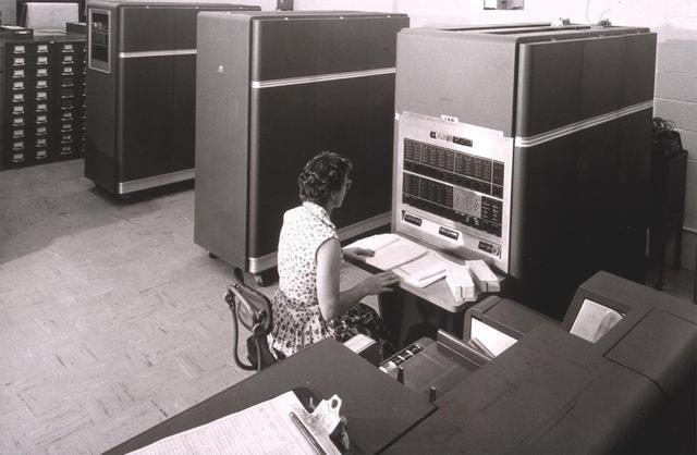 Anunciado o IBM 650