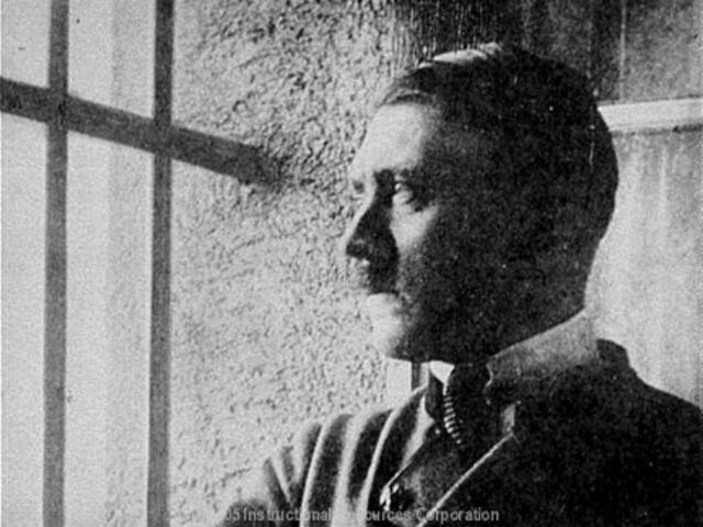 Adolf Hitler é preso