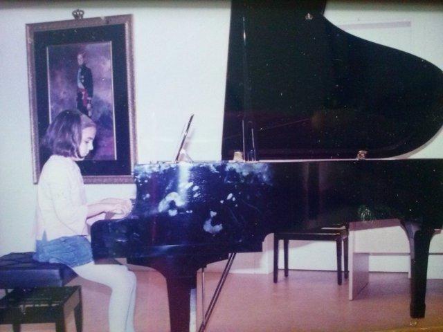 Me inicio en el mundo de la música.