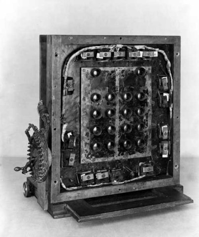First camera with 16 lenses in 1887