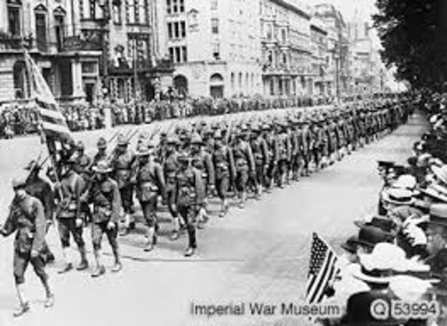 United States troops arrive in France